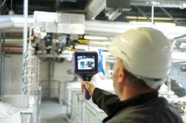Compressed air leak detection with LEAKSHOOTER V2+